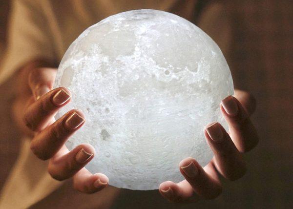 Pun mesec lampa u vašem domu